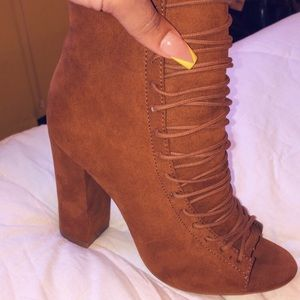 🍁Lace Up Heeled Booties🍁